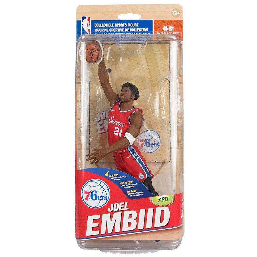 figura de baloncesto de joel embiid