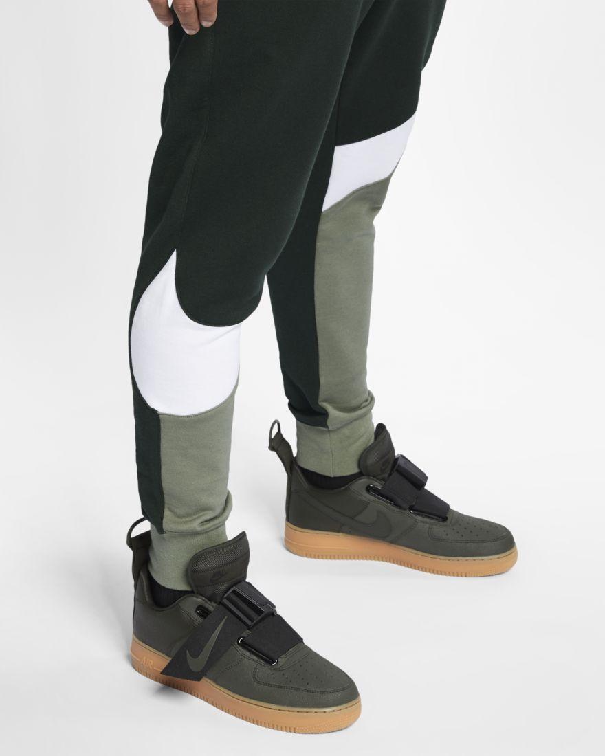 1b6b60ee Pantalón largo Nike sportswear con gran logo Swoosh en verde