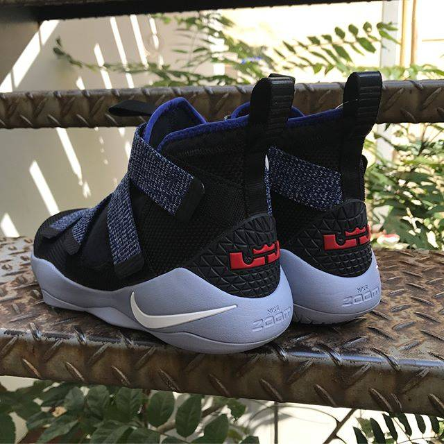 zapatillas baloncesto Nike Lebron Soldier XI